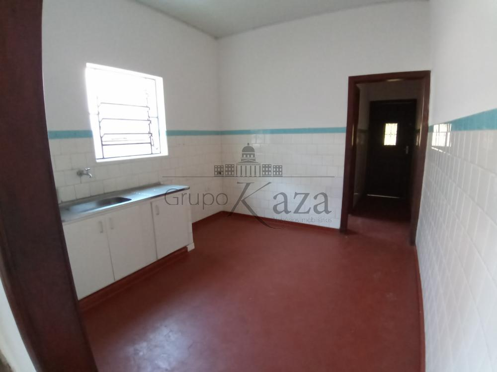 Comprar Casa / Padrão em São José dos Campos R$ 1.300.000,00 - Foto 2
