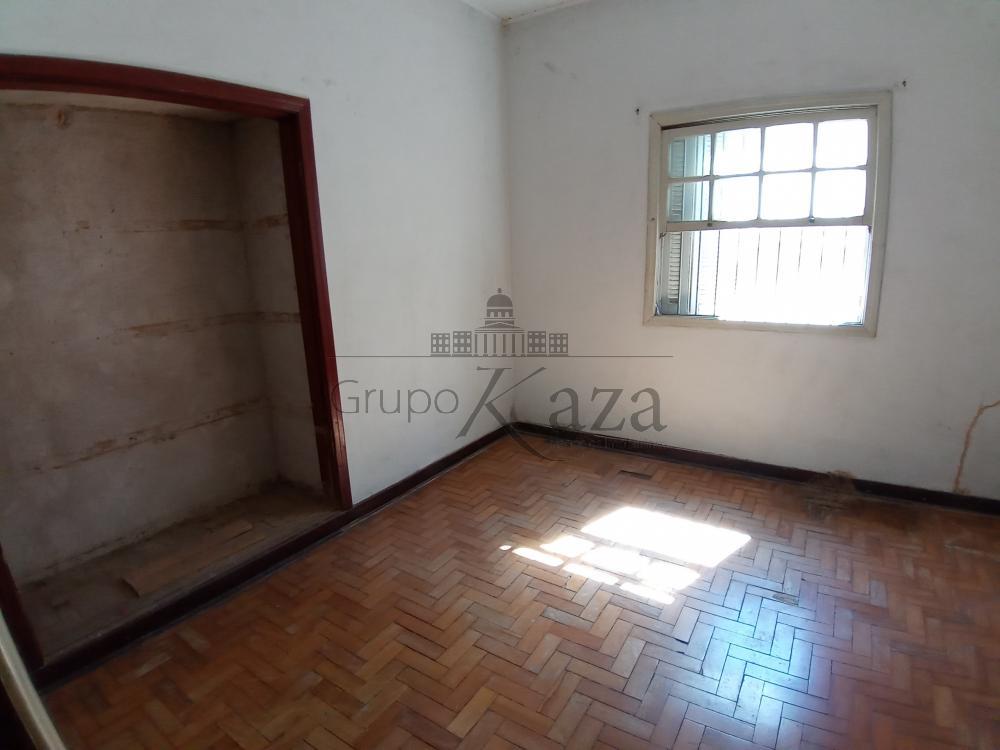 Comprar Casa / Padrão em São José dos Campos R$ 1.300.000,00 - Foto 1