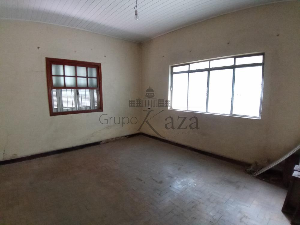 Comprar Casa / Padrão em São José dos Campos R$ 1.300.000,00 - Foto 3