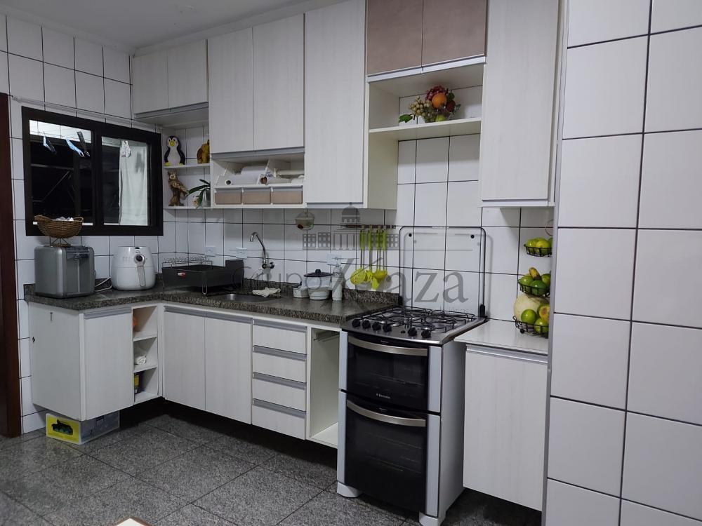 alt='Alugar Apartamento / Padrão em São José dos Campos R$ 2.750,00 - Foto 8' title='Alugar Apartamento / Padrão em São José dos Campos R$ 2.750,00 - Foto 8'