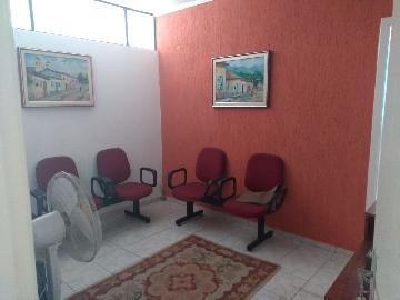 Alugar Comercial / Ponto Comercial em Jacareí. apenas R$ 650,00