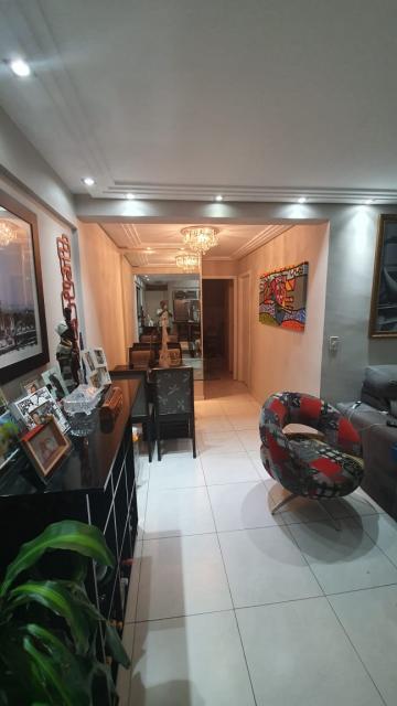 Apartamento / Padrão em São José dos Campos , Comprar por R$372.000,00