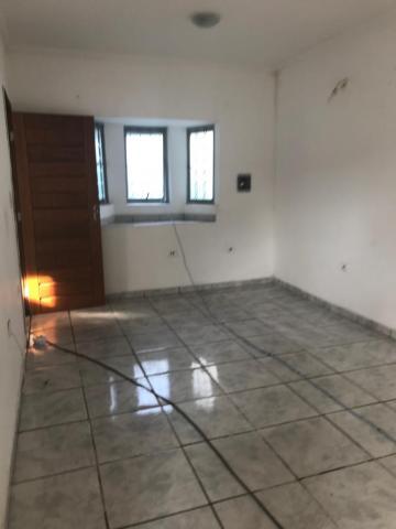 Casa / Padrão em Jacareí Alugar por R$1.000,00